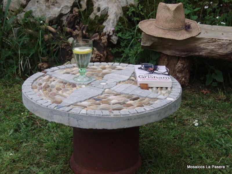 Mosaico de piedras mosaicos la pasera - Mesas de piedra para exterior ...